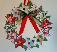 Vánoční věnec - papír,  hvězdy, knoflíky.