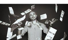 5 золотых правил бизнеса:  1. Деньги вперёд.  Основное правило бизнеса – деньги вперёд. Помните, что бы ни случилось, как бы Вас не убеждали повременить, не соглашайтесь – Вы должны получать деньги вперед. Когда Вы приходите в магазин, Вам никто не продаст хлеб или водку в долг. Заплатите деньги и пользуйтесь на здоровье.  Существует знаменитая фраза, сказанная одним из олигархов – «Бизнес на доверии заканчивается кровью». Поэтому разделяйте бизнес и обычную жизнь. Не бойтесь показаться…