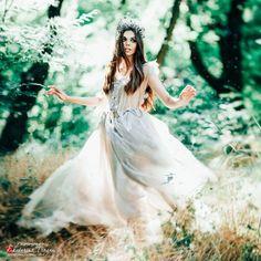 OKeyteam, арт, коллаж, портретная фотография, девушка, темные волосы, свет, портрет, фэшн, платье, зелень, движение, динамика, сказка, волшебство. www.okeyteam.com