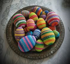 Virkkaa pääsiäismunia | Punomo Weaving, Easter, Diy Crafts, Easter Activities, Make Your Own, Homemade, Loom Weaving, Crocheting, Craft