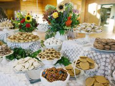 Useful Wedding Event Planning Tips That Stand The Test Of Time Cookie Table Wedding, Wedding Cookies, Wedding Table, Dessert Wedding, Cookie Display, Wedding Reception Food, Wedding Ideas, Reception Ideas, Diy Wedding