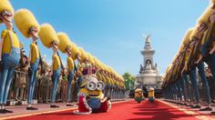 Minions King Bob orders to change the guard's appearance. Minions Film, Minions Images, Cute Minions, Minion Movie, Minion Pictures, Minions Despicable Me, Minions Quotes, Minions Cartoon, Pierre Coffin
