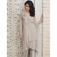 Image may contain: 1 person, standing Stylish Dresses, Trendy Outfits, Casual Dresses, Fashion Dresses, Tunic Designs, Kurta Designs Women, Pakistani Dresses Casual, Pakistani Dress Design, Fancy Kurti