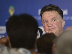 DPA14 COSTA DO SAUÍPE (BRASIL), 06/12/2013.- El seleccionador de Holanda, Louis van Gaal se dirige a los medios de comunicación hoy, viernes...