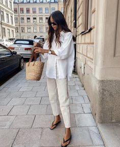Minimal Fashion, Timeless Fashion, Skandinavian Fashion, Spring Summer Fashion, Autumn Fashion, Dedicated Follower Of Fashion, Beige Outfit, Model Street Style, Fashion Capsule