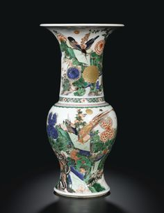 A RARE FAMILLE-VERTE 'BIRDS AND FLOWERS' YEN-YEN VASE. Qing Dynasty, Kangxi Period. Ht 45.7 cm   QING DYNASTY, KANGXI PERIOD