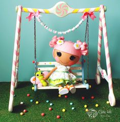 lalaloopsy swing 😀 made out of scrap around the house Lalaloopsy Mini, Little Pet Shop, Barbie Party, Anime Dolls, Crafts For Girls, Diy Doll, Miniature Dolls, Pet Toys, Easy Crafts