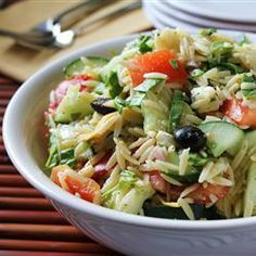 All Recipes: Greek Orzo Salad: Orzo pasta is tossed with artichoke hearts, cucumber, feta, tomato, olives and a zesty dressing. Healthy Recipes, Vegetarian Recipes, Cooking Recipes, Healthy Food, Orzo Salat, Greek Orzo Salad, Feta Salad, Orzo Salad Recipes, Pasta Recipes
