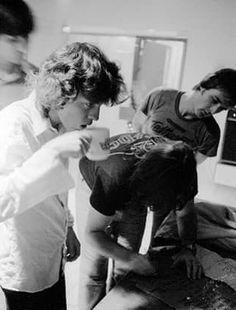Angus Young drinking tea -AC/DC, 1980 - BIB tour - backstage