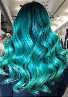 green hair color and hairstyle curl with layers for medium length hair, long wavy hairstyle with layers, hair style design, hair color ideas, medium length hairstyle and hair color design Emerald Green Hair, Mint Green Hair, Green Hair Colors, Hair Color Purple, Blonde Color, Blue Ombre, Pulp Riot Hair Color, Medium Hair Styles, Long Hair Styles