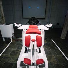 Birdly est un véritable simulateur de vol non pas en avion mais comme oiseau. Grâce au casque de RV Oculus Rift et une géniale installation vous vous prenez pour un oiseau et vous pouvez aller où vous voulez d'un battement d'aile...||| http://www.theverge.com/2014/5/8/5695118/birdly-lets-you-become-a-mechanical-bird-in-the-oculus-rift