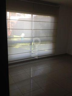 Departamento en alquiler, 2 dormitorios 2 baños completas, patio . Baño de servicio, bodega. Sala comedor cocina. Aires y cortinas. $ 950 mas alicuota GYE/EC 0997575567