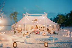 Super romantische opzet voor een strandhuwelijk!