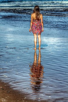 The reflectation girl by Donibane #girl #chica #mujer #woman #beach #playa #donibane