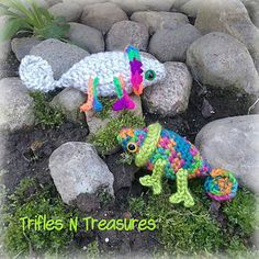 Super cute little chameleons are the featured free pattern for my hairpin crochet hook review!