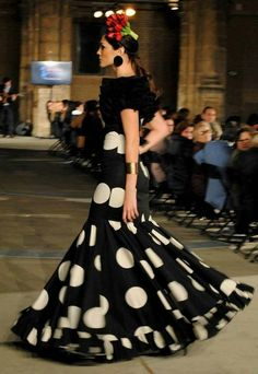15 Dresses, Nice Dresses, Evening Dresses, Fashion Show, Fashion Looks, Fashion Outfits, Flamenco Costume, Flamenco Dresses, Spanish Fashion