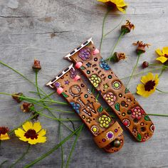 Floral Monogram Apple Watch Band, Hand Stamped and Painted Leather Leather Ring, Leather Keychain, Macrame Bracelet Diy, Apple Watch Wristbands, Apple Watch Accessories, Leather Stamps, Painting Leather, Apple Watch Bands, Hand Stamped
