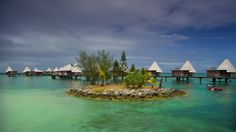 Sur l'Îlot Maître, l'hôtel Escapade offre les seuls bungalows sur le lagon de la région.
