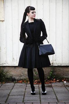 Top Gothic Fashion Tips To Keep You In Style. As trends change, and you age, be willing to alter your style so that you can always look your best. Consistently using good gothic fashion sense can help Gothic Chic, Gothic Mode, Gothic Lolita, Gothic Beauty, Psychobilly, Diesel Punk, Dark Fashion, Gothic Fashion, Steampunk Fashion