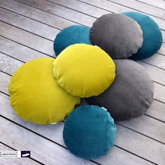 Jazz up your home for upcoming winter season and have a look at these spectacular guys: round pillows in 3 different sizes made of wonderful soft high grade velvet fabric from JAB Anstoetz in lovely colours like petrol blue, grey and mustard yellow! Available now at http://www.wagnerstrasse.de https://www.amazon.de/handmade/wagnerstrasse #livingathome #jabanstoetz #velvet #kuschelzeit #kissen