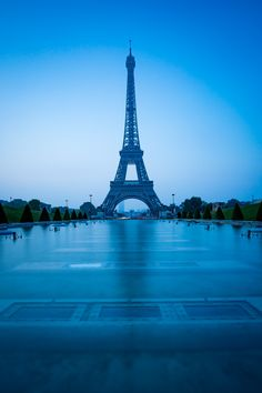 Tour Eiffel à l'heure bleue Blue Hour, Titanium Rings, Tour Eiffel, Vintage Engagement Rings, Best Gifts, Photos, City, Stuff To Buy, Travel