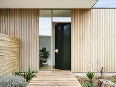 Front entrance on point. that cladding, that door, that door handle ❤️ Point Lonsdale House by Styling Photo House Cladding, Timber Cladding, Exterior Cladding, Exterior Stairs, Stucco Exterior, Architecture Antique, Architecture Details, Barn Door Window, Barn Doors