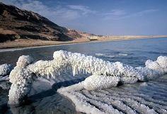 Mar muerto.- El Mar Muerto es el punto más bajo de la superficie terrestre y según los investigadores, cada año crece un metro, reduciéndose su superficie.