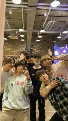 Bts Group Picture, Bts Group Photos, Foto Bts, Bts Taehyung, Bts Jungkook, Pac E Mike, Seokjin, Namjoon, Min Yoonji