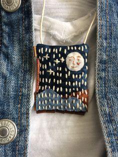 Sashiko Embroidery, Japanese Embroidery, Embroidery Art, Cross Stitch Embroidery, Textile Jewelry, Fabric Jewelry, Sewing Art, Sewing Crafts, Shibori
