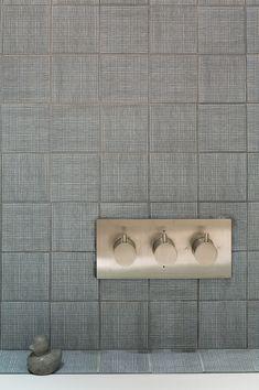 Cross hatch gray ceramic tiles for bathroom backsplash Bidet Wc, Mood Images, Modern Baths, Bath And Beyond, Deco Design, Vintage Design, Interior Architecture, Interior Design, Subway Tile