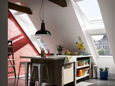 Multiple Velux windows to create added interest and light in funky kitchen space Loft Conversion Velux, Loft Conversion Kitchen, Loft Conversion Design, Loft Conversions, Store Venitien, Window Manufacturers, Funky Kitchen, Open Plan Kitchen Living Room, Mansard Roof