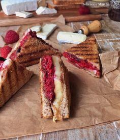 Sandwich de frambuesas, brie y chocolate