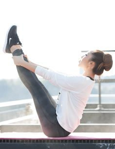 For a comfortable look that will get you through yoga practice or a strenuous workout with ease, throw on a trendy graphic sweatshirt and match it with a pair of sleek fitted leggings that doubles as an after workout look.