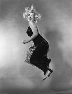 Marilyn Monroe jumping by American portrait photographer, Philippe Halsman who finished all his photo sessions by asking his subjects to jump