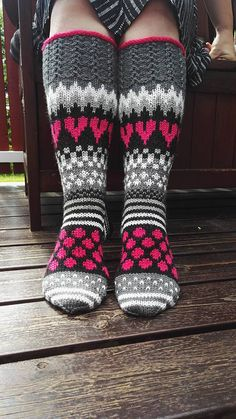 Ravelry: Viiden ohjeen paketti pattern by Mia Sumell Crochet Socks, Knit Mittens, Knitted Blankets, Knitted Hats, Knit Crochet, Fair Isle Knitting, Loom Knitting, Knitting Socks, Baby Knitting