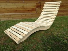 #prototipo #tumbona #pallets #conPrototipo 1. Tumbona con pallets Outdoor Furniture Plans, Teak Furniture, Luxury Furniture, Pool Lounge Chairs, Outdoor Chairs, Industrial Design Furniture, Furniture Design, Diy Pallet Projects, Wood Projects