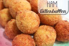 De Antilliaanse keuken is rijk aan feestelijke hapjes. Hier weer één van de klassiekers: Antilliaanse bitterballen! Ook deze mogen natuurlijk niet ontbreken bij enig feestbuffet…. Met dit recept ma…