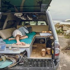 Found the mobile office/surf camper on the side of the road doing exactly what it's meant for. Found the mobile office/surf camper on the side of the road doing exactly what it's meant for. Pickup Camper, Truck Bed Camper, Mini Camper, Camper Van, Truck Tent, Camper Beds, Jeep Pickup, Suv Camping, Truck Cap Camping