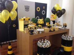 Festa Transformers com arranjo de balões em um cone. Créditos: Decoração…