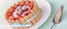 Maak van het dessert een feest met deze heerlijke yoghurt-aardbeien taart met lange vingers
