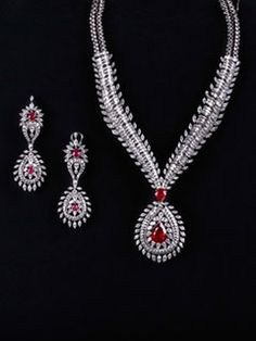 Dazzle Everyone With This Magnificent Set On Your Wedding Day. Grace Yourself With A Whopping 45 Carat Diamond Set With 25 Carat Of Ruby In A Teardrop Shape.