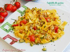 Un primo piatto di pasta fresca dai sapori orto- mare. Le zucchine mescolate ai gamberetti, alle vongole e pomodorini regalano un sapore strepitoso.