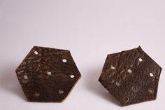 Pelleapois - orecchini esagono terra di Siena : Orecchini di lematildine