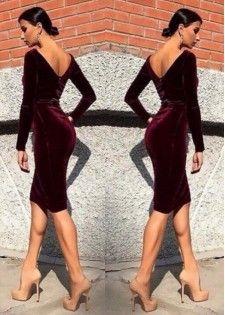 Платье бархатное с V-образным вырезом