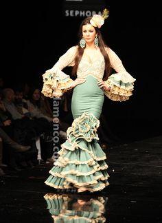 Aurora Gaviño - Crisol - SIMOF 2011 Flamenco Costume, Dance Costumes, Flamenco Dresses, Fashion Moda, Womens Fashion, Spanish Dress, Mermaid Gown, Bridal Shoot, African Fashion