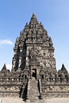 ॐ Ancient Hindu Temple, India - Hinduism - India has continued to hold the sacred thread since ancient times, considering Roman and Egyptian era fell in the West. This Hindu Temple has been standing since 450BC, constructed using the Hindu Scriptures books on Temple architecture 卐