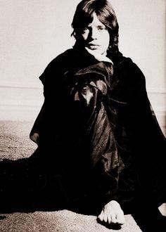 Mick Jagger, 1968-July 26, 1943, 2:30 AM in:Dartford (United Kingdom) Sun: 2°10' LéoAS: 13°06' Gemini Moon:23°58' TaurusMC: 8°09' Aquarius Dominants: Leo, Gemini, Taurus Mercury, Uranus, Sun Houses 3, 12, 4 / Fire, Air / Fixed Chinese Astrology: Water Goat Numerology: Birthpath 5