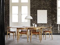 haus® is official stockist of all Carl Hansen furniture. An attractive and simple stackable dining chair designed by Hans J. Wegner in Leather Dining Chairs, Modern Dining Chairs, Dining Room Table, Luxury Office Chairs, Comfortable Dining Chairs, Home Interior, Chair Design, Danish Design, Modern Design