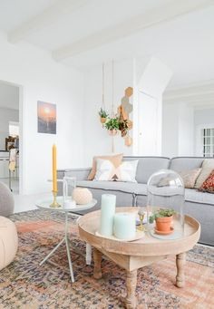 13 Chic & Modern Ways to Decorate with Color | Rust and gray boho decor @Stylecaster