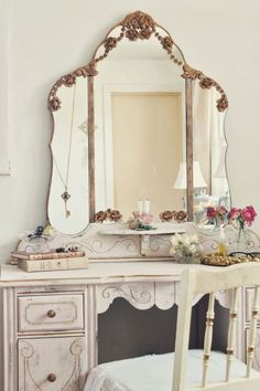 Inspiring & Dreamy Beautiful Mirrors, Beautiful Homes, Mirrored Wallpaper, Shabby Chic, Sweet Home, Cool Lighting, Color Themes, Decoration, Decorative Accessories